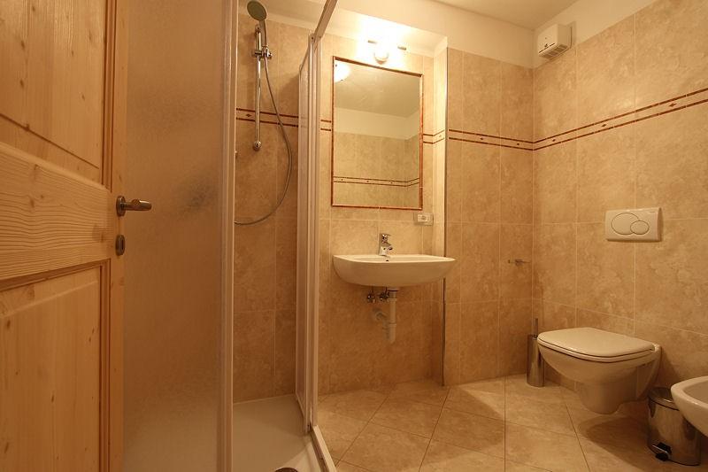 Appartamento / Flat / Wohnung zu vermieten a Carano - Varesco Wilma - Via Bivio 1/A - Tel: 0462342677